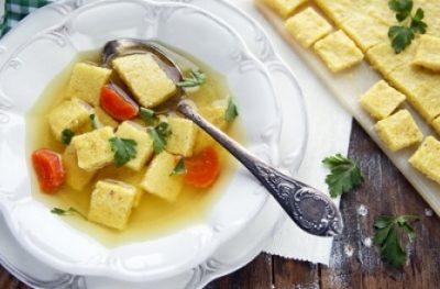 Kostka z kaszy kukurydzianej do zup