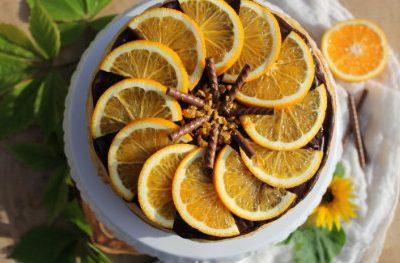 Miodowe ciasto z pomarańczowym kremem z kaszy kukurydzianej